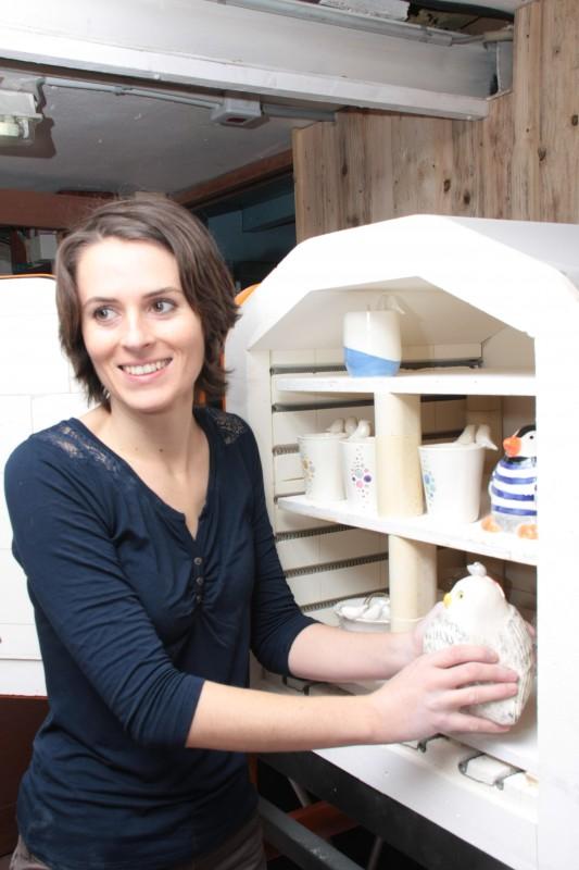 Claire Omnès - Atelier de fabrication Moineaux & Co - La sortie du four !