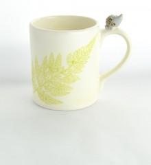 mug en faïence hérisson en relief sur l'anse - 3D - fougère - moineaux & co céramiste d'art à Quimper