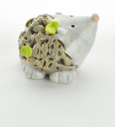 Figurine hérisson feuilles.