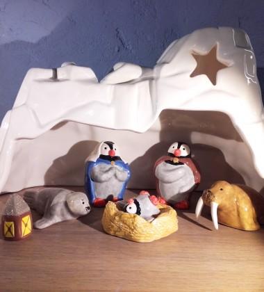 crèche de noël sur la banquise - crèche originale mignonne et rigolote - santons faïence artisanale - made in france3