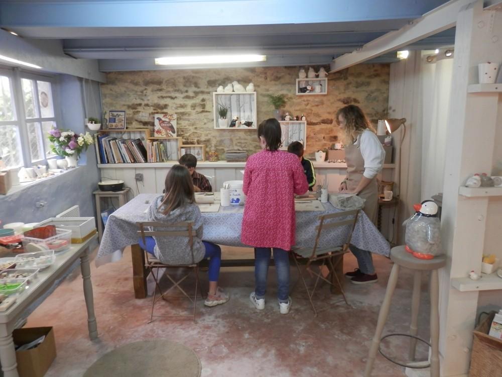La salle des ateliers modelage chez Moineaux & Co à Quimper