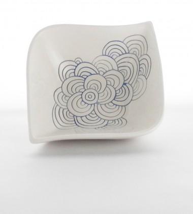 Vide-poche d'inspiration japonaise à décor de vagues seigaiha.