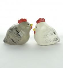 Salière et poivrier couple de poules en faïence émaillée. Céramique artisanale à Quimper.