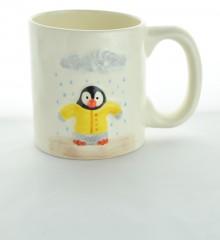 Mug XL Pingouin ciré jaune sous la pluie - céramique artisanale Moineaux & Co à Quimper