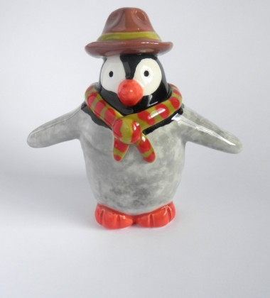Figurine faïence pingouin scout louveteau atelier moineaux & co made in quimper france
