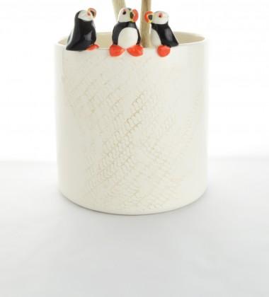 Pot à ustensiles ou à couverts pour la cuisine avec trois macareux moine.
